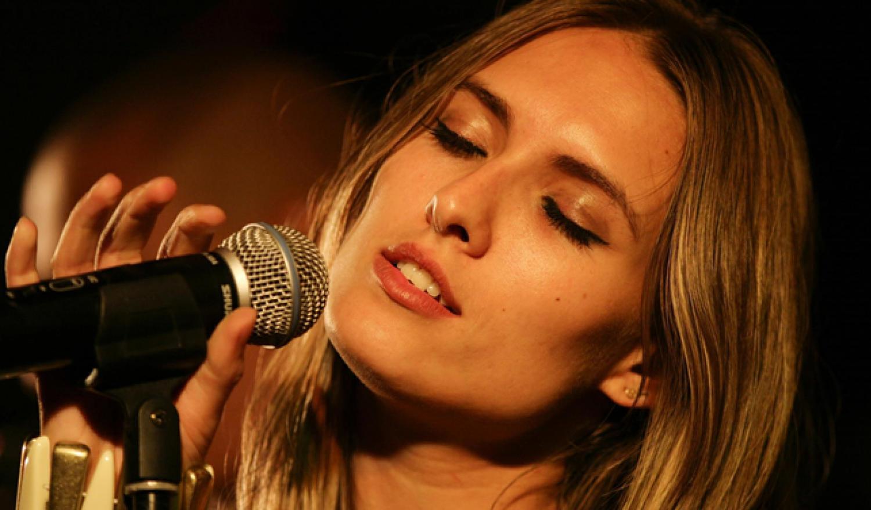 Iva Singer Nude Photos 85